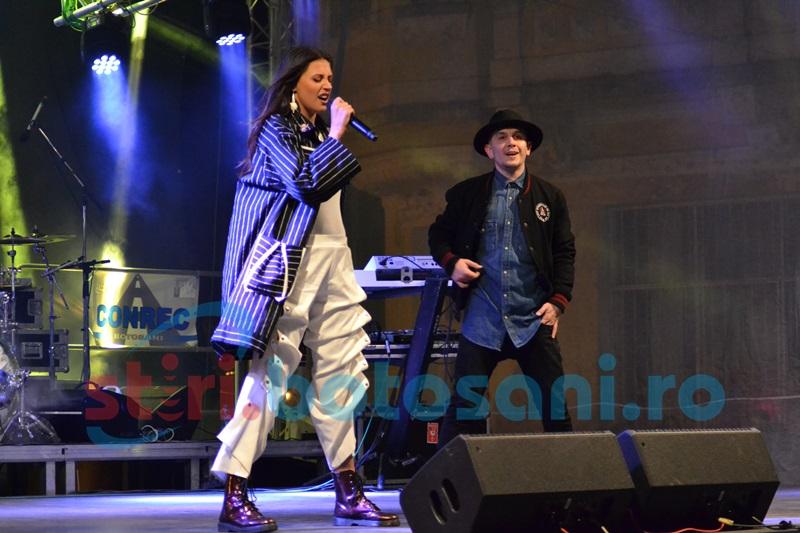 """Antonia face spectacol cu """"Marabou"""" în Centrul Vechi! FOTO- VIDEO"""