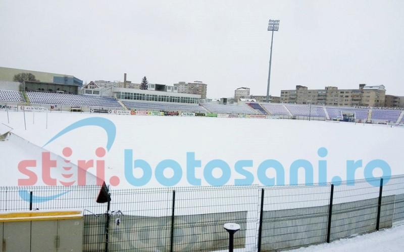 Antrenorul Craiovei, ingrijorat de starea terenului de la Botosani, acoperit in aceste momente de zapada! FOTO