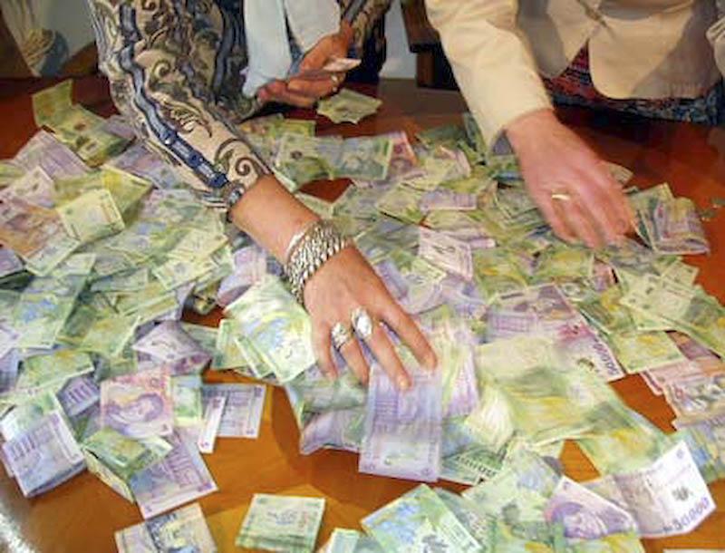 Anul 2009 - Banii, scumpirile si romanii!