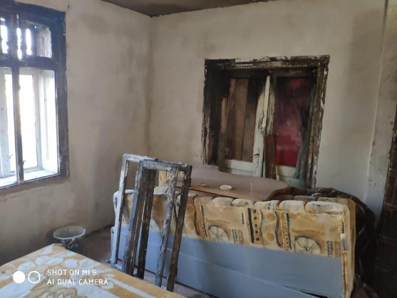 Apel umanitar al unui pompier, pentru sprijinirea unei familii a cărei locuință a fost distrusă de flăcări