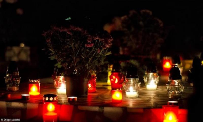 Aprinsul lumânărilor la cimitir de Paște se sancționează cu amendă între 2.000 și 10.000 de lei