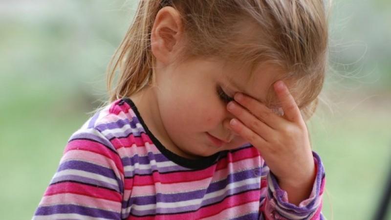 Aproape jumătate dintre copiii români răcesc și de trei ori pe an. Cât de corect știi să îți tratezi copilul?