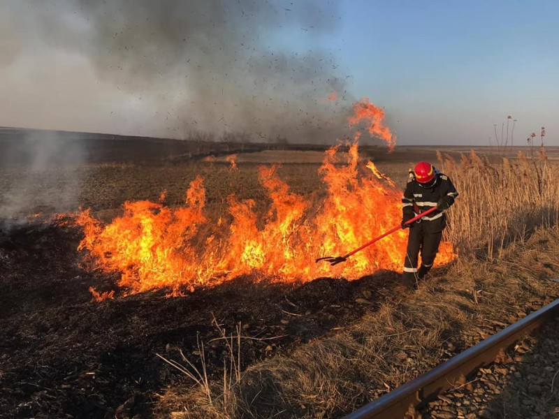 Arderea resturilor vegetale- cauza a 11 incendii înregistrate într-o singură zi UPDATE