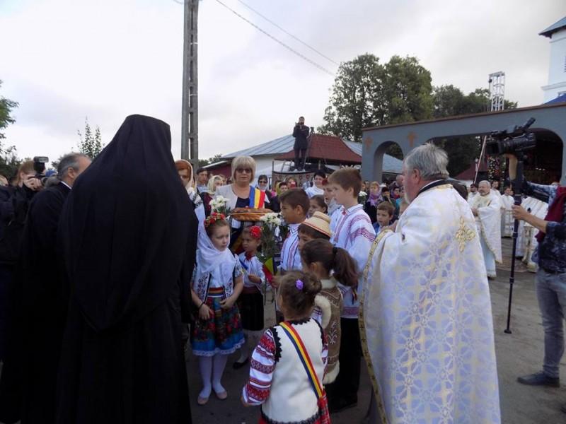 """ARISTIDE ZUB: O mare sărbătoare spirituală - Sfințirea Bisericii """"Sf. Dimitrie"""" Vârful Câmpului"""