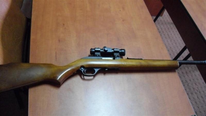 Arme fără documente legale găsite în casele unor botoșăneni. Două persoane audiate!