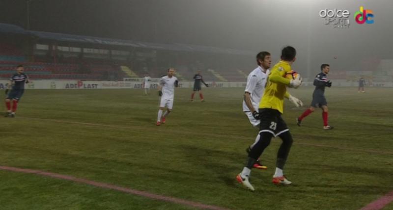 ASA și Poli Timișoara au trecut peste terenul execrabil și au oferit un meci cu 6 goluri în semifinalele Cupei Ligii - VIDEO
