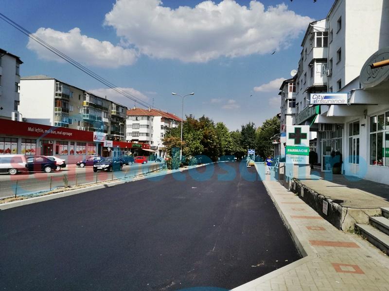 Asfalt nou pe o stradă intens circulată din Botoșani - FOTO