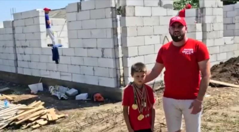 """Asociația """"Grup Civic"""" Botoșani construiește o casa pentru cinci copii din Dobârceni"""