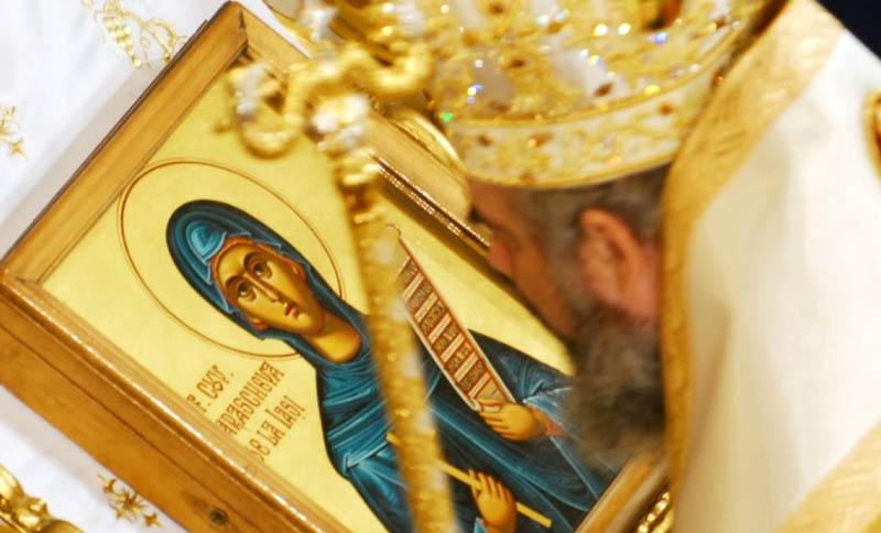"""Astăzi, 14 octombrie: Creştinii ortodocşii o celebrează pe """"Sfânta Parascheva"""", protectoarea Moldovei"""