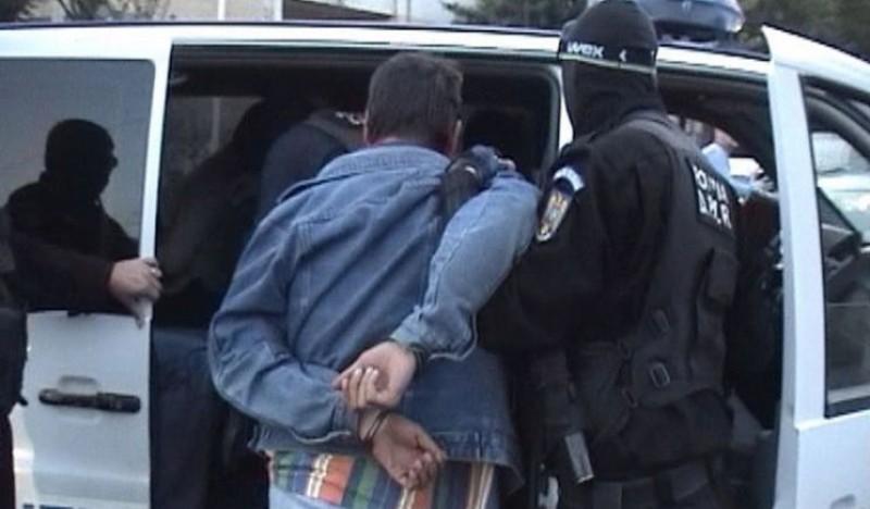 Astăzi: Dorohoian reținut pentru tâlhărie. A agresat un tânăr și i-a furat 100 de lei, pe tren