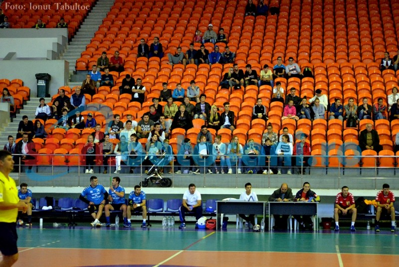 "ASTĂZI: Handbal la Sala Polivalentă. Cinci suporteri au ""interzis"" la meci!"
