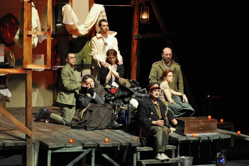 """ASTAZI, la Teatrul Eminescu: """"Caii la fereastra"""", de Matei Visniec"""