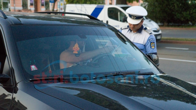 Astăzi: Șofer oprit pe o stradă din Botoșani, depistat cu sute de pachete de țigări de contrabandă