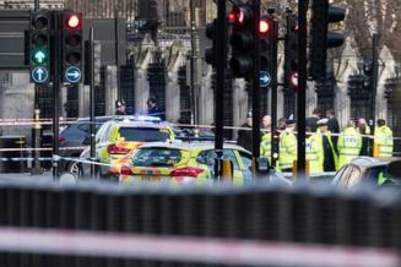 Atac terorist la Londra soldat cu 6 morti si zeci de raniti
