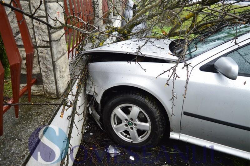 Atenție când coborâți din mașină! Ce a pățit un botoșănean care a lăsat cheile în contact