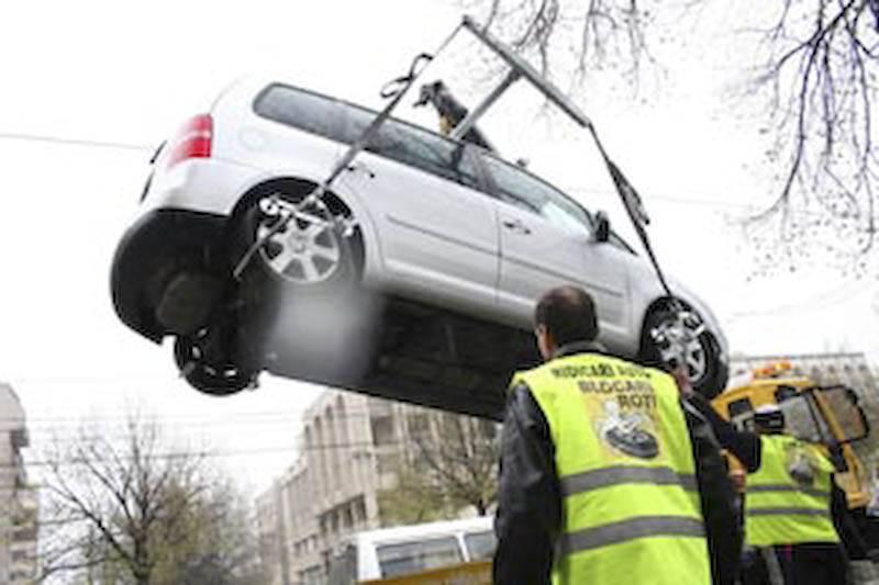 ATENȚIE! Guvernul a adoptat o hotărâre prin care se specifică procedurile pentru ridicarea vehiculelor parcate neregulamentar!