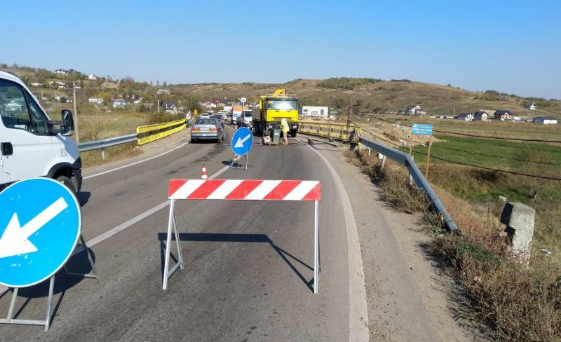 Atenție, șoferi! Restricții de circulație pe un pod de pe DN29!