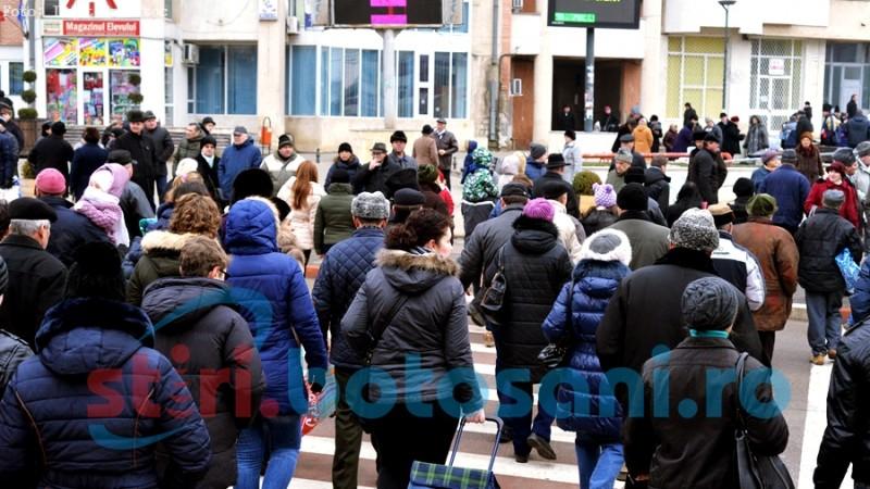 ATENȚIE, șoferi și pietoni! Traficul în municipiul Botoșani este aglomerat! Polițiștii ne recomandă să circulăm cu atenție maximă! FOTO