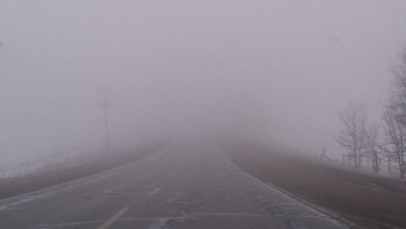 Atenţie, şoferi! Vizibilitate redusă pe şosele din cauza ceţii!