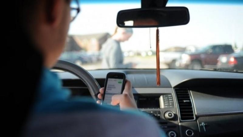 ATENTIE! Soferii care fac live pe Facebook in timp ce conduc vor fi aspru pedepsiti