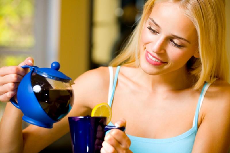 ATENȚIE! Ceaiul fierbinte şi mâncărurile iuţi răcoresc organismul mai bine decât băuturile cu gheaţă!