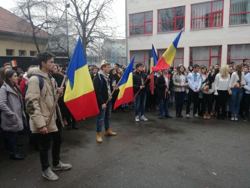 """Atmosferă de sărbătoare la Colegiul Economic """"Octav Onicescu"""" Botoșani! FOTO"""