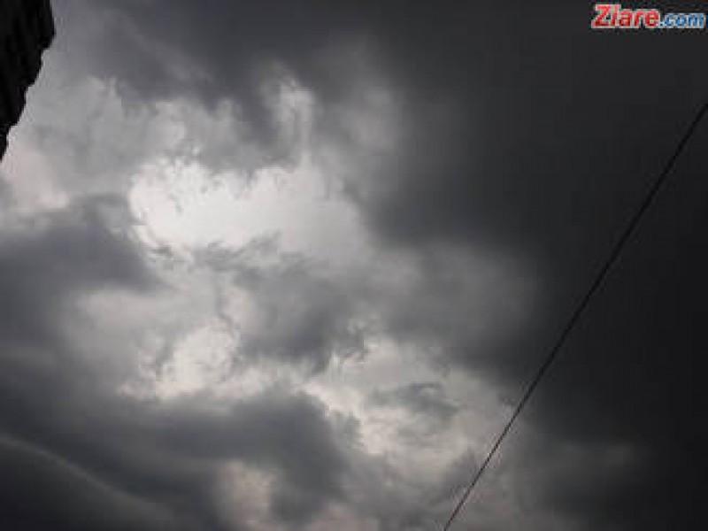 Au emis sau nu meteorologii in timp util avertizari cu furtuna devastatoare din vestul tarii?