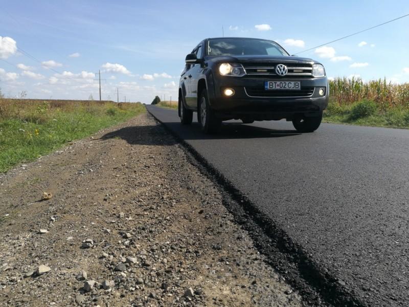 Au fost finalizate lucrările de asfaltare pe drumul județean DJ 293 Dumeni - Havârna - FOTO