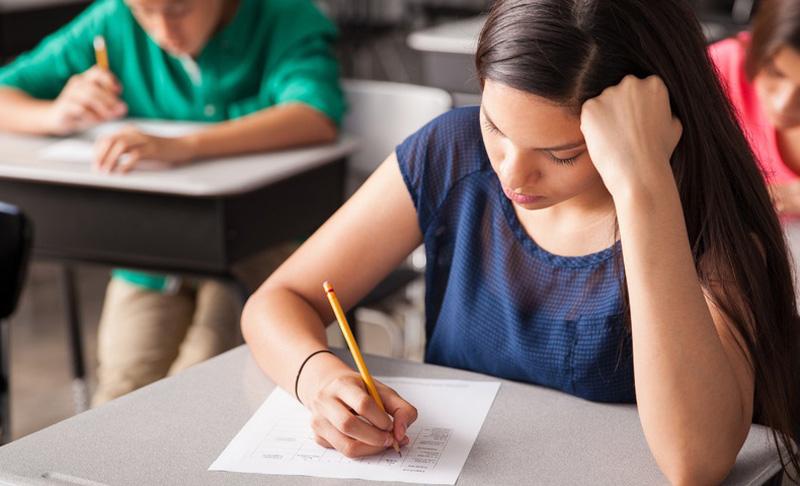 Au fost publicate modele de subiecte pentru examenele elevilor de clasa a VIII-a