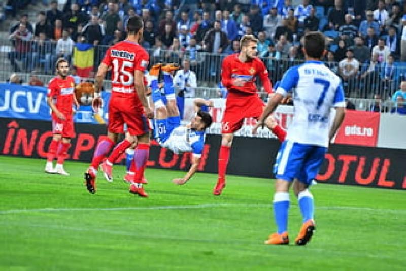 Au jucat pentru Balaci. Universitatea Craiova învinge FCSB după 16 ani. VIDEO emoționant!