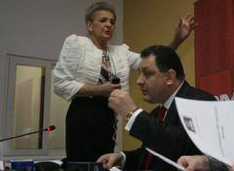 Aura Vasile a ajuns la spital dupa ce a vorbit cu Vanghelie - nu mai pleaca din PSD