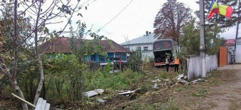 Autocar cu 51 de pelerini, care mergeau la moaştele Sfintei Parascheva, implicat într-un grav accident!