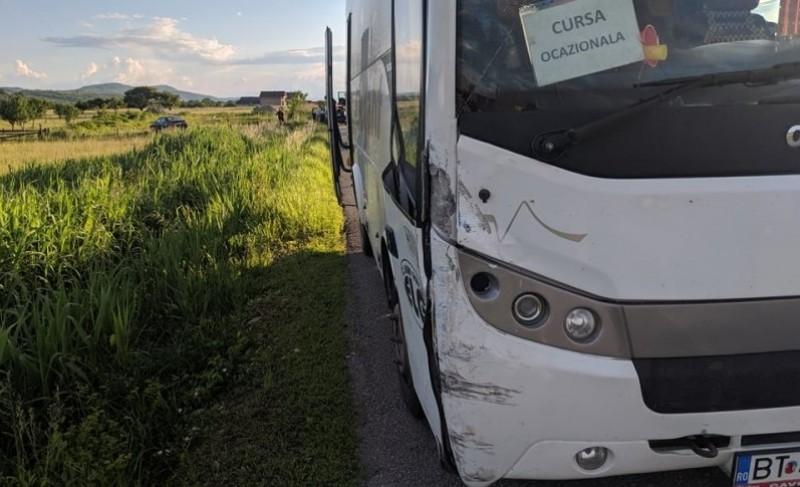 Autocar din Botoşani cu 25 de copii, implicat într-un accident în Bistriţa-Năsăud