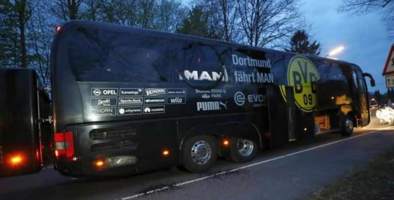 Autocarul Borussiei Dortmund, vizat de trei explozii: un jucător a fost rănit si bagat in sala de operatii! Meciul a fost amanat!