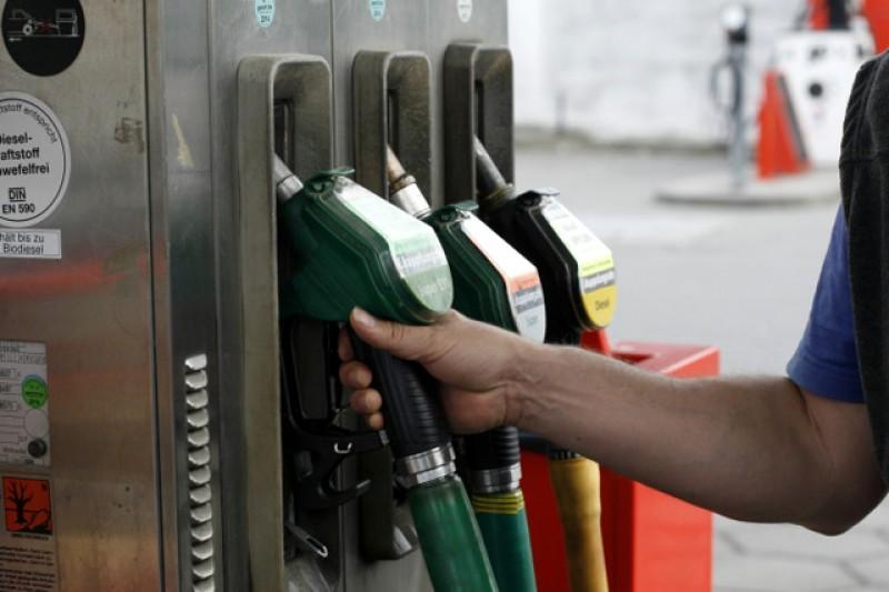 Autoritățile cer benzinăriilor să nu mai permită alimentarea dacă proprietarii mașinilor nu au mască