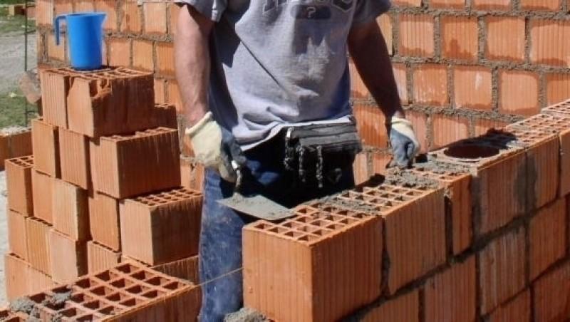 Autoritățile nu vor mai avea obligația să oprească lucrările la construcțiile nelegale!