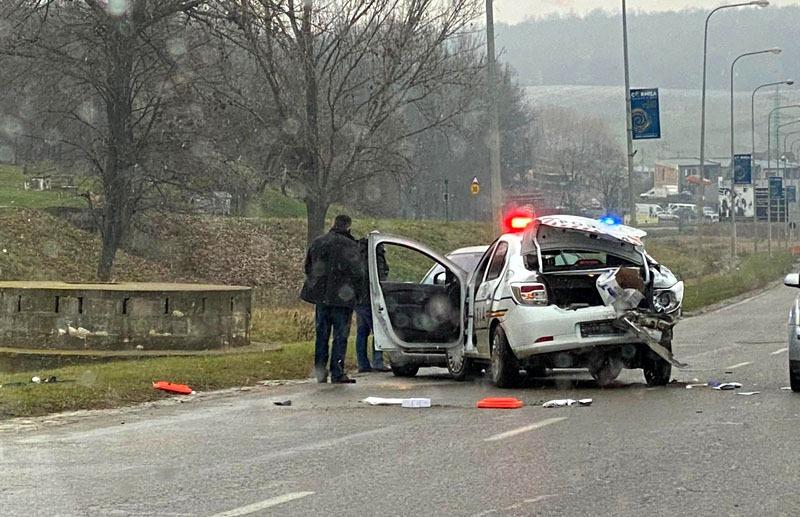 Autospecială a Rutierei făcută praf într-un accident. Un polițist a fost rănit (fotogalerie)