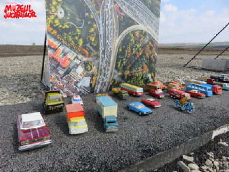 Autostrada de 1 metru din Moldova, luată cu asalt de sute de mașinuțe!