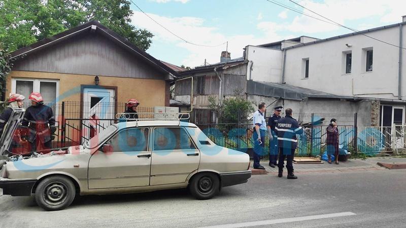 Autoturism cuprins de un incendiu pe o stradă din Botoșani! FOTO