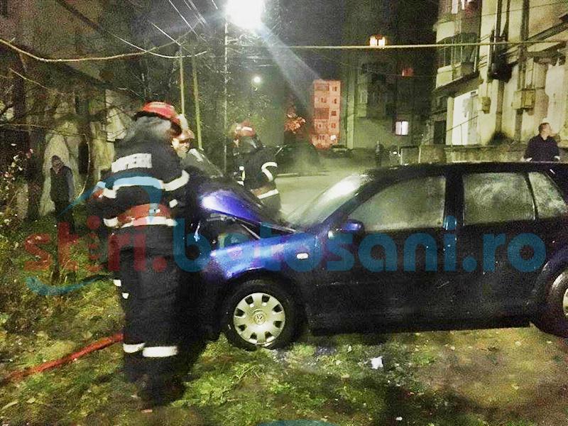Autoturism cuprins de un incendiu pe o stradă din Dorohoi! FOTO
