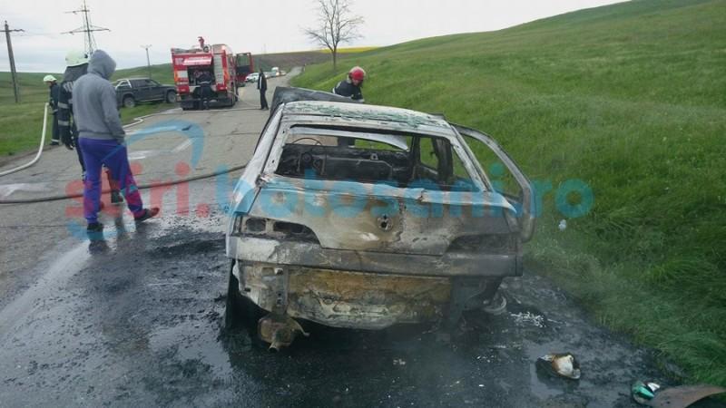 Autoturism distrus complet, după ce a luat foc în mers pe drumul Botoşani- Săveni! FOTO, VIDEO