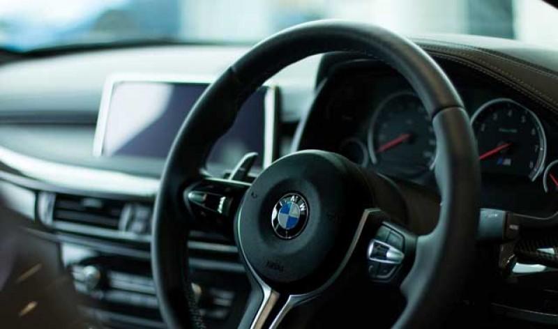 Autoturismele cu volan pe dreapta nu vor mai putea circula în România