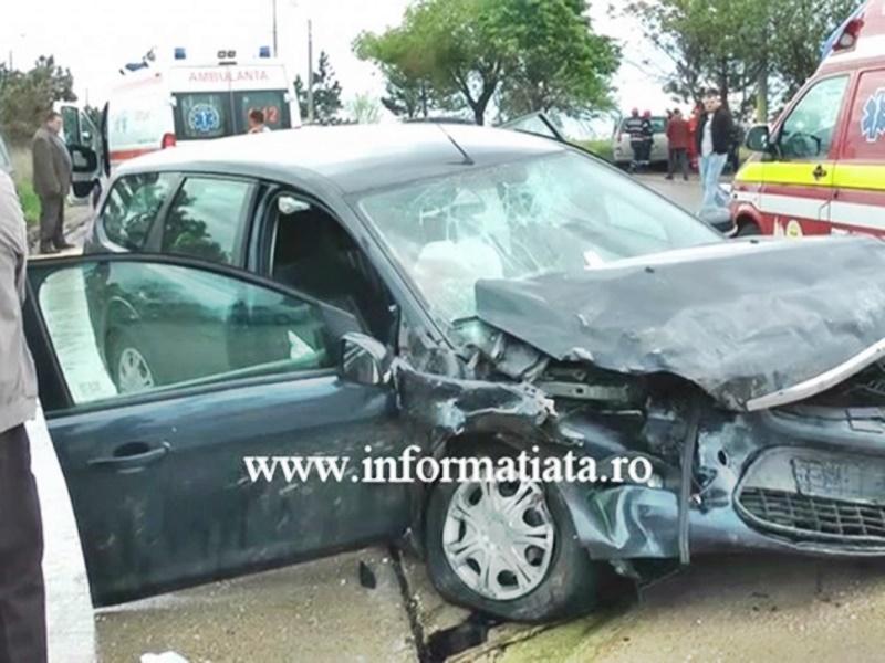 Autoutilitară din Botoșani implicată într-un carambol cu patru mașini și patru răniți! FOTO