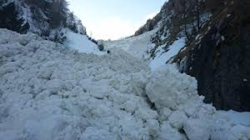 Avalanşă Valea Tişiţa în Vrancea. O persoană este dată dispărută