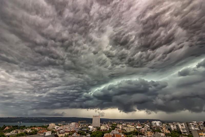 """Avertismentul climatologilor: """"Ne putem aştepta la manifestări din ce în ce mai severe"""""""