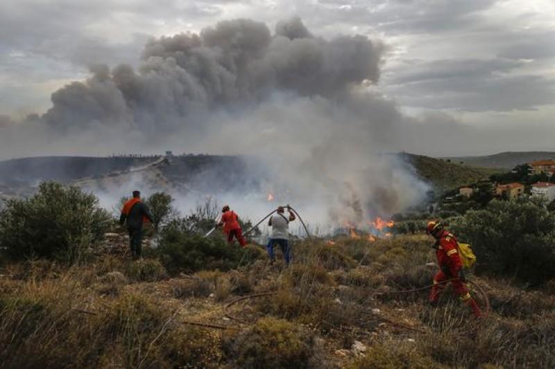 Avertizare MAE pentru românii care călătoresc în Grecia şi Croaţia: Risc RIDICAT de incendii în mai multe zone