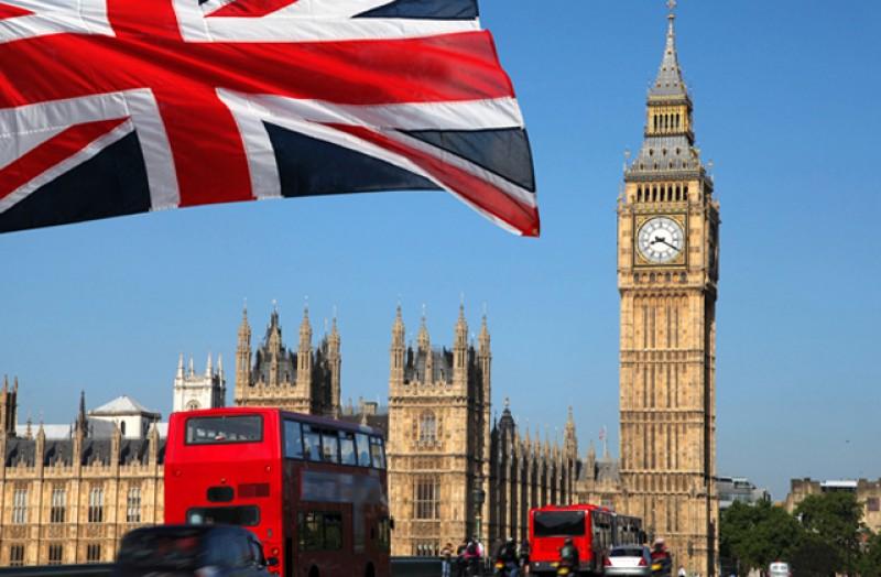 Aveți grijă când trimiteți pachete la copii în Marea Britanie. Trebuie completată declarație și se pot aplica și taxe vamale care pot ajunge la 25% din valoarea produselor