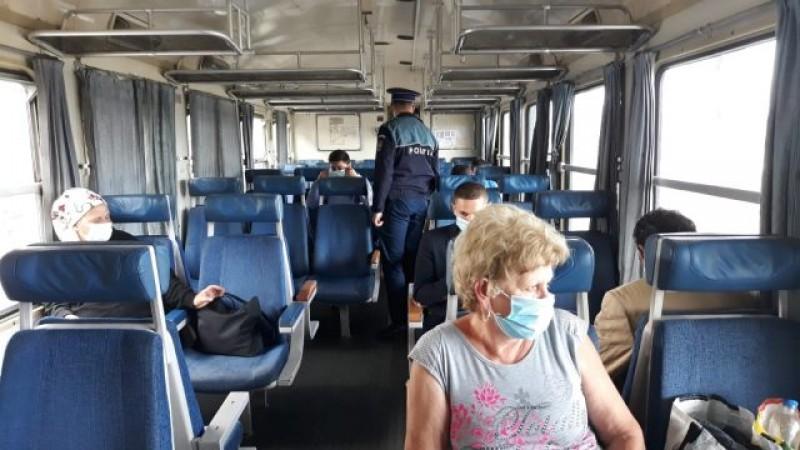 Aveți grijă când vă urcați în tren: Călătorii trebuie să poarte masca de protecție iar trenurile sunt controlate de polițiști