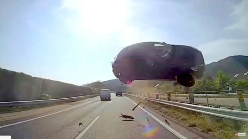 Aviz vitezomanilor: Unul dintre cele mai cumplite accidente filmate vreodată - VIDEO