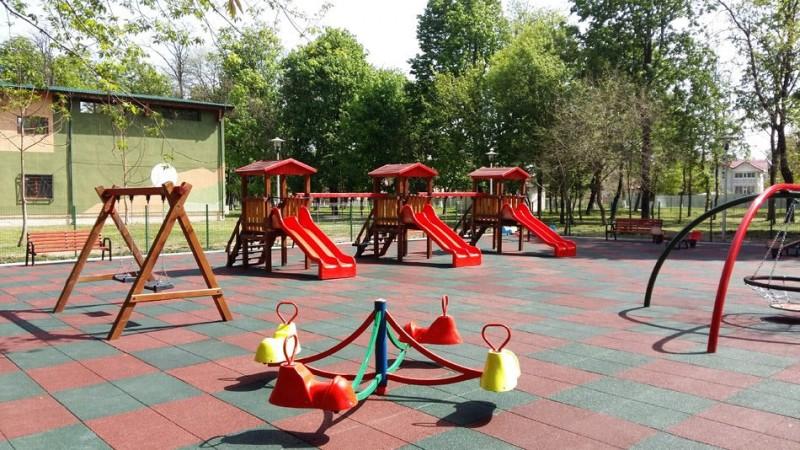 Băiețel de doi ani ajuns la Urgențe, după ce a căzut la locul de joacă